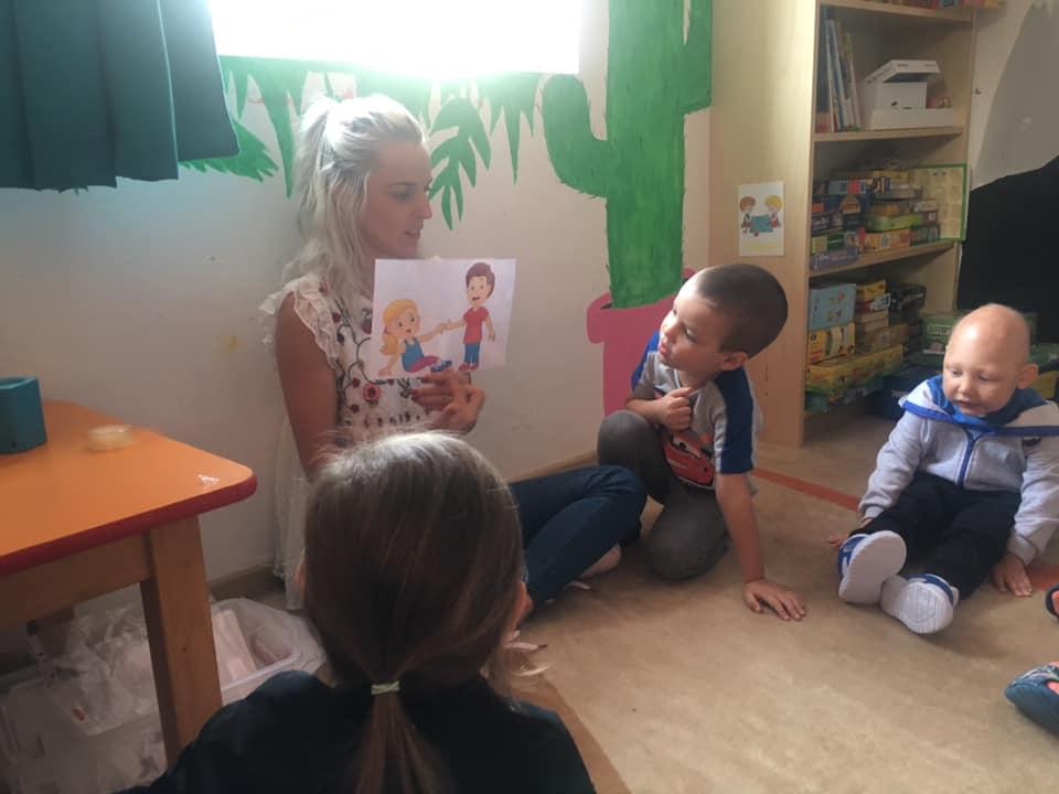 Copii învățând